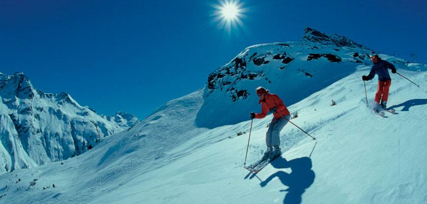 austria_galtur_skiers-off-piste.jpg